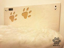Mensola per gatti in legno con zampine incise