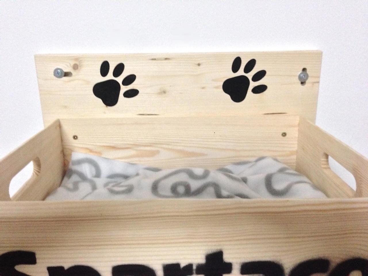 Cuccia per gatti artigianale in legno