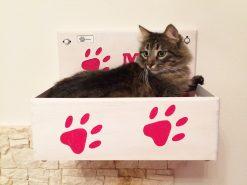 Cuccia per gatti in legno con nome inciso