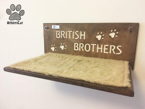 Mensola per gatti in legno con nome intagliato