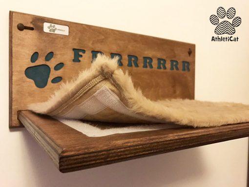 Mensola per gatti con nome intagliato
