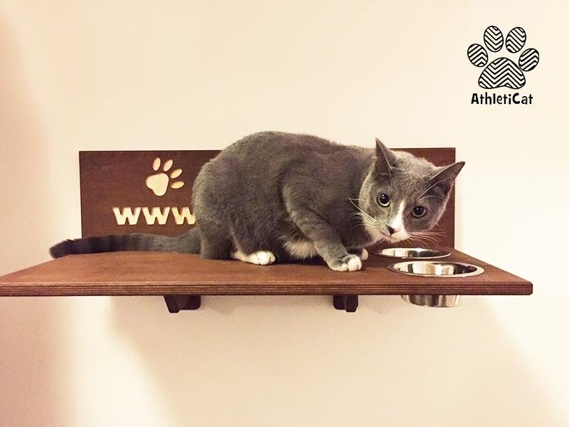 Mensola per gatto in legno con ciotole